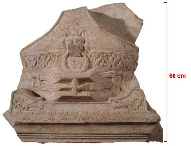 Frammento di monumento funerario raffigurante una prua di nave